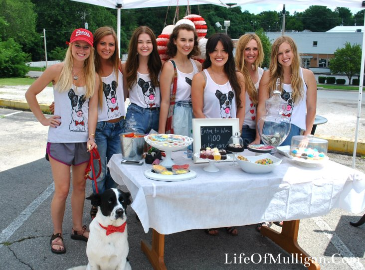 The beautiful girls who work at Maude boutique all wearing their Mulligan Movement tanks!